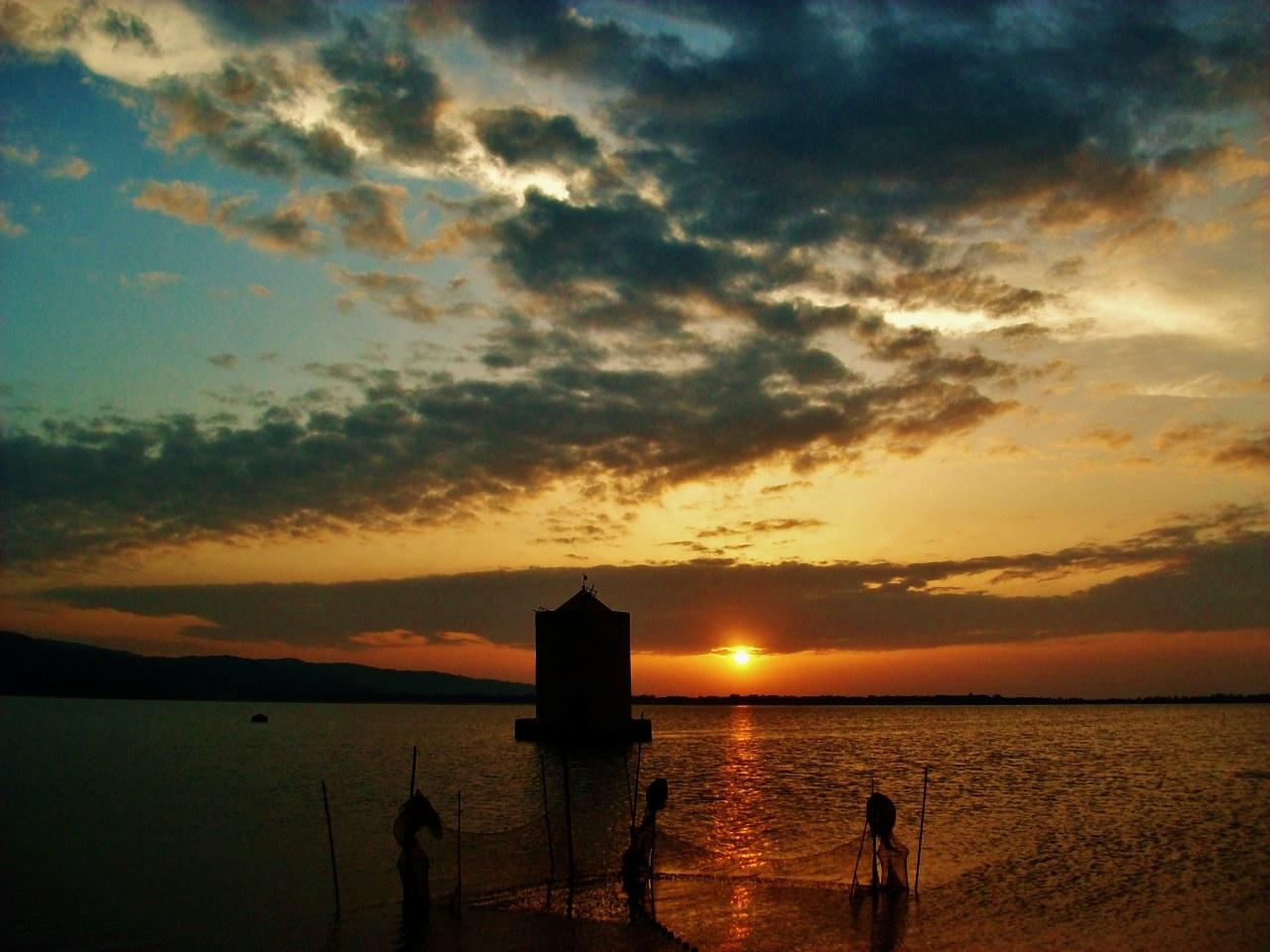 foto al tramonto in Tramonto sulla laguna Orbetello (GR)