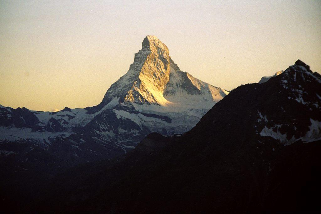 una foto di tramonto dalla vetta del monte Cervino ilmiotramonto.com