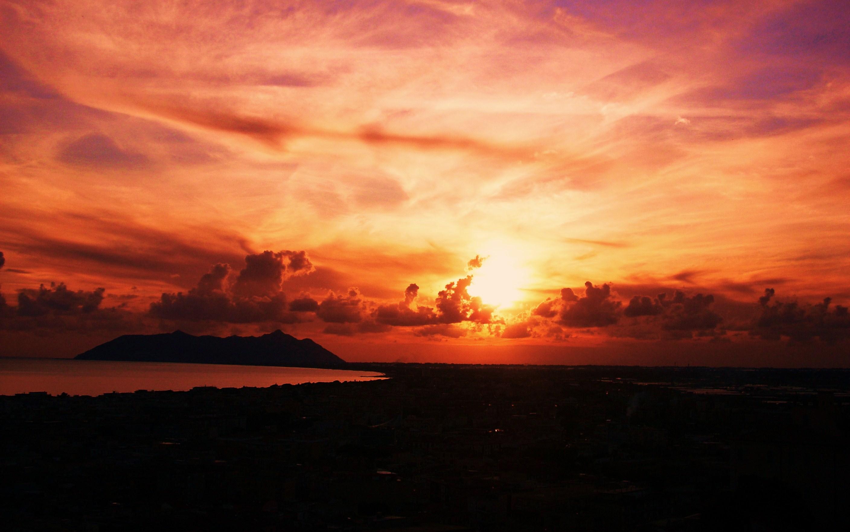 foto al tramonto in Un bel Tramonto dietro l'isola di Circe da Terracina (LT)