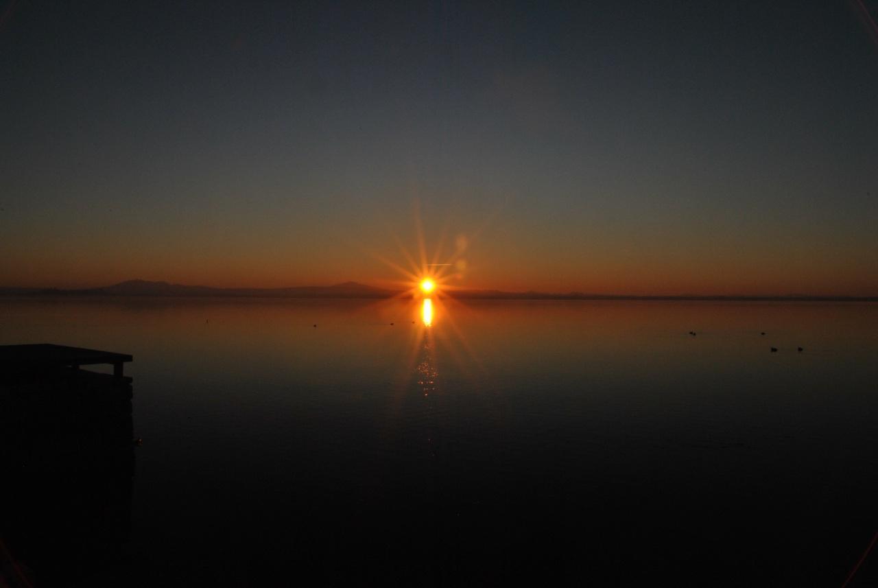 foto al tramonto in Tramonto sul lago Trasimeno (PG)