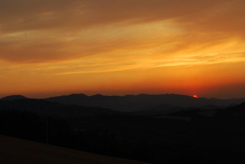 foto al tramonto in Voglia di giocare a nascondino a Loiano (Bologna)
