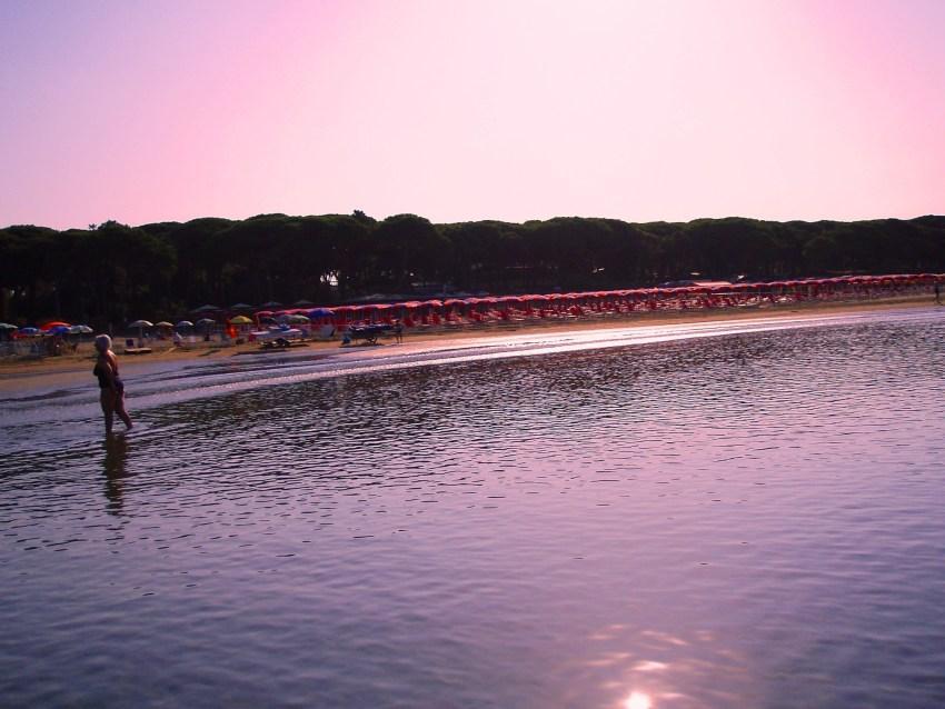 foto al tramonto in Tramonto Rosa – Spiaggia  di Follonica (GR)