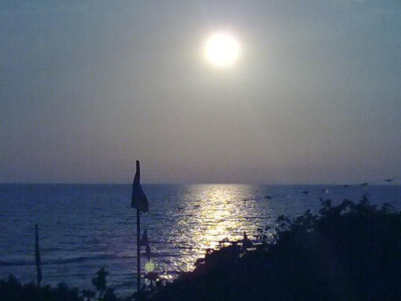 foto al tramonto in tramonto dalle dune calde di sabaudia