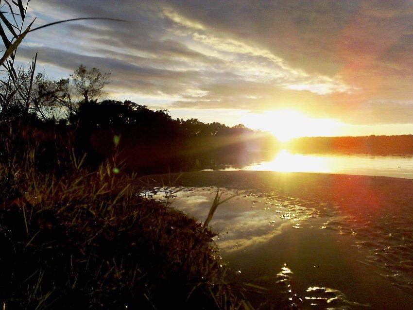 Tramonto lacustre Sabadia Lago di Paola braccio di Molella Laitna