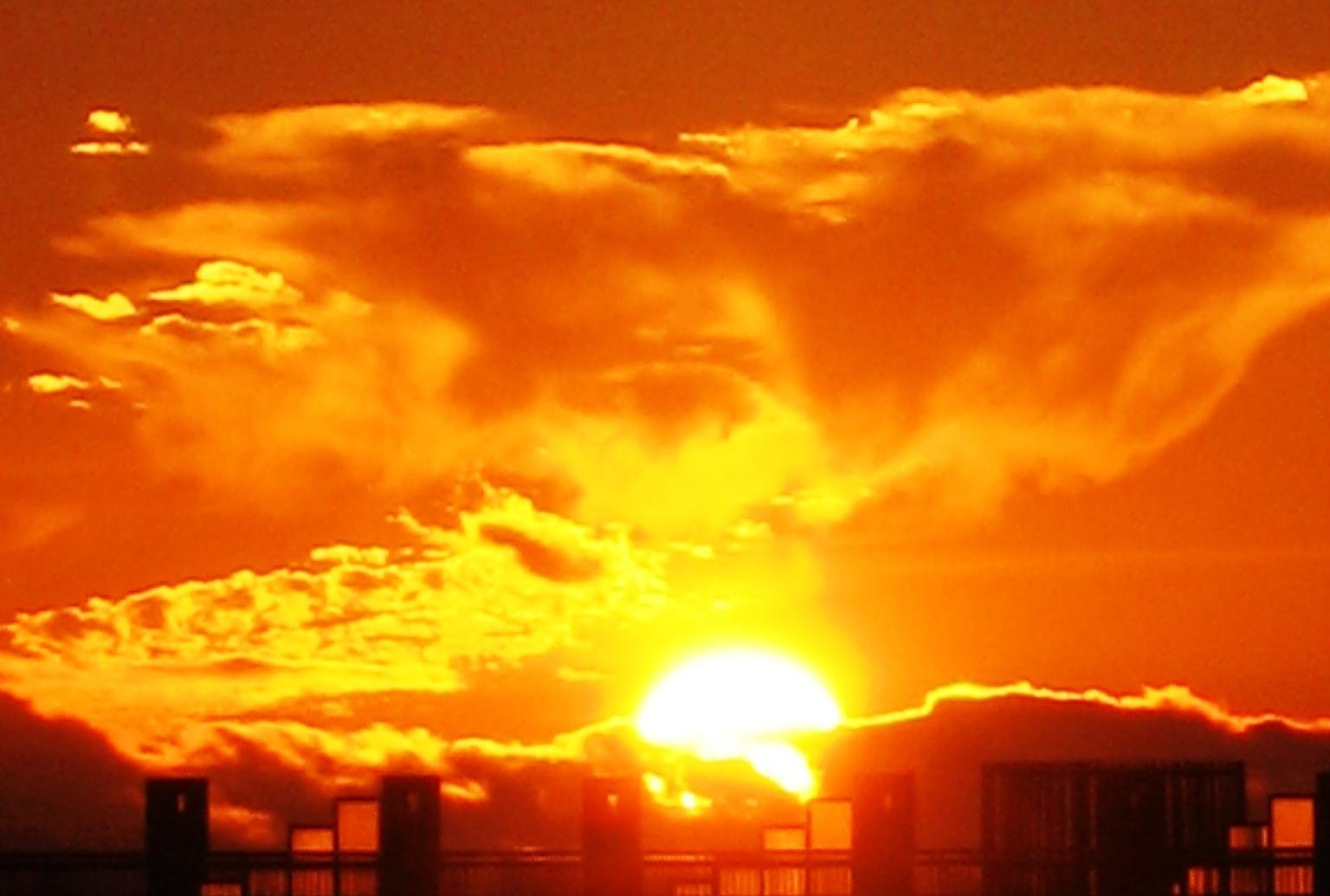 foto al tramonto in A Tenerife il sole tarda a tramontare offrendoci spettacoli indimenticabili