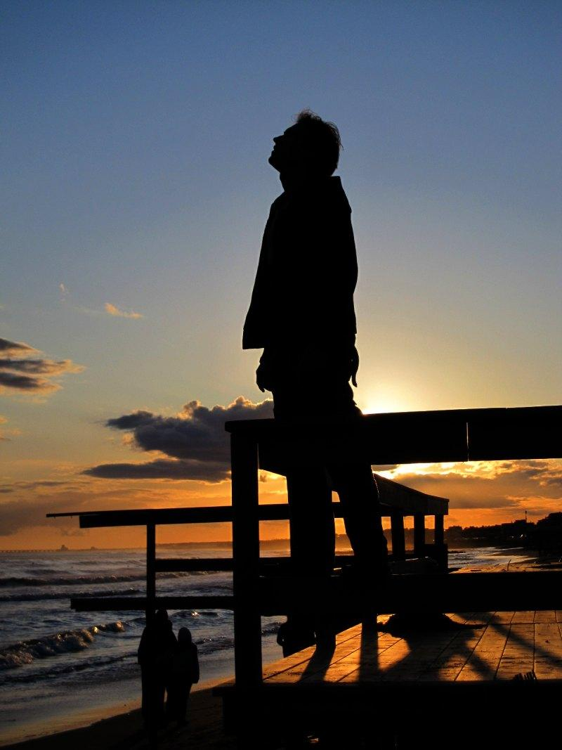 foto al tramonto in al tramonto con il naso all'insu a Latina Lido