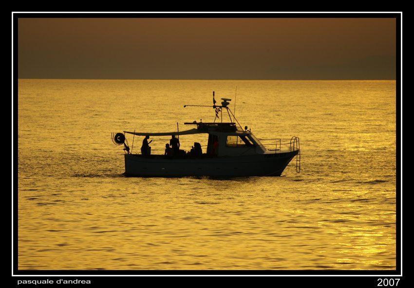foto al tramonto in La barca al tramonto Messina