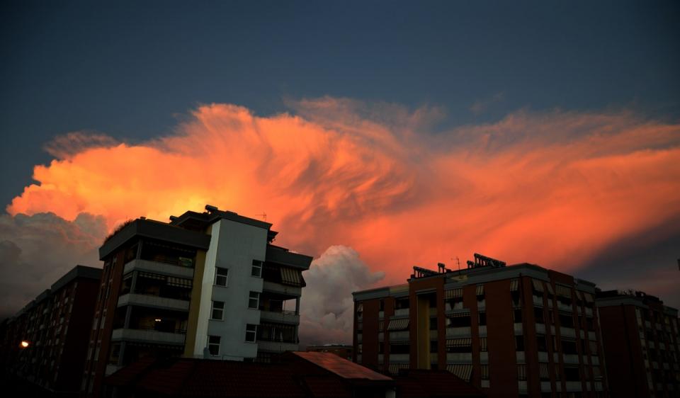 foto al tramonto in Latina riflessi di un tramonto in citta