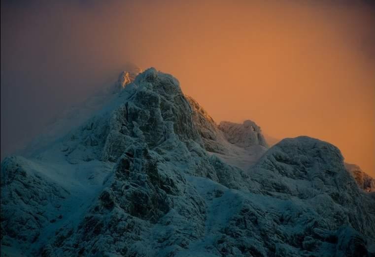 foto al tramonto in un tramonto invernale