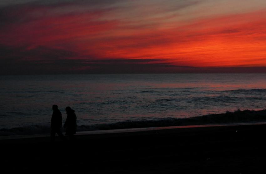 foto al tramonto in Passeggiando sulla spiaggia al Tramonto in riva al mare