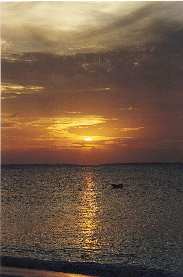 foto al tramonto in tramonto a Zanzibar