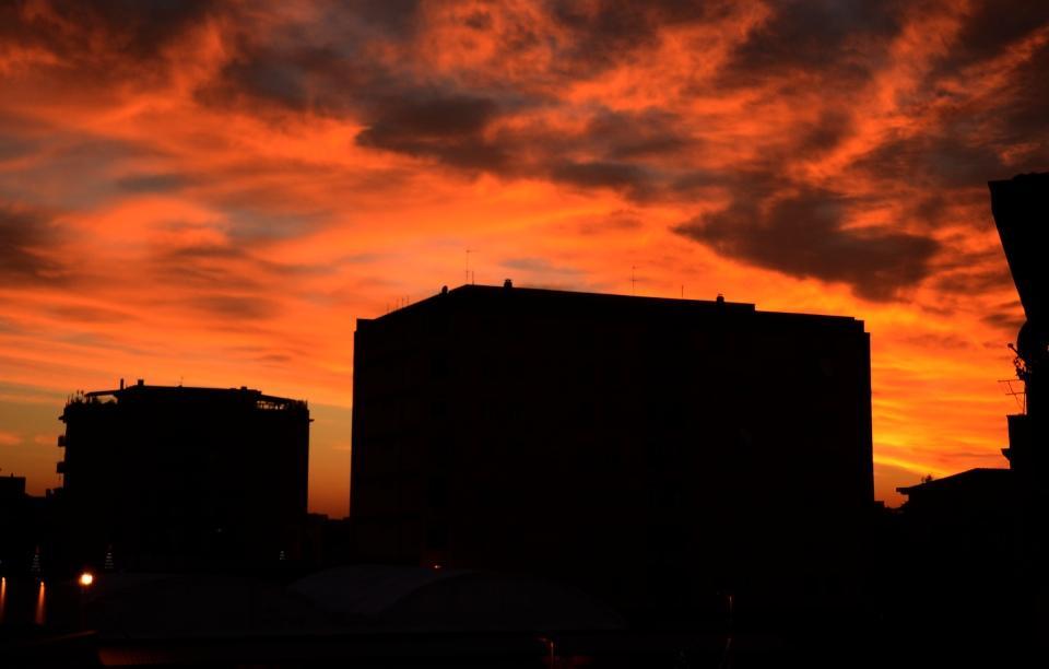 Sfumature di un tramonto in serata a Latina