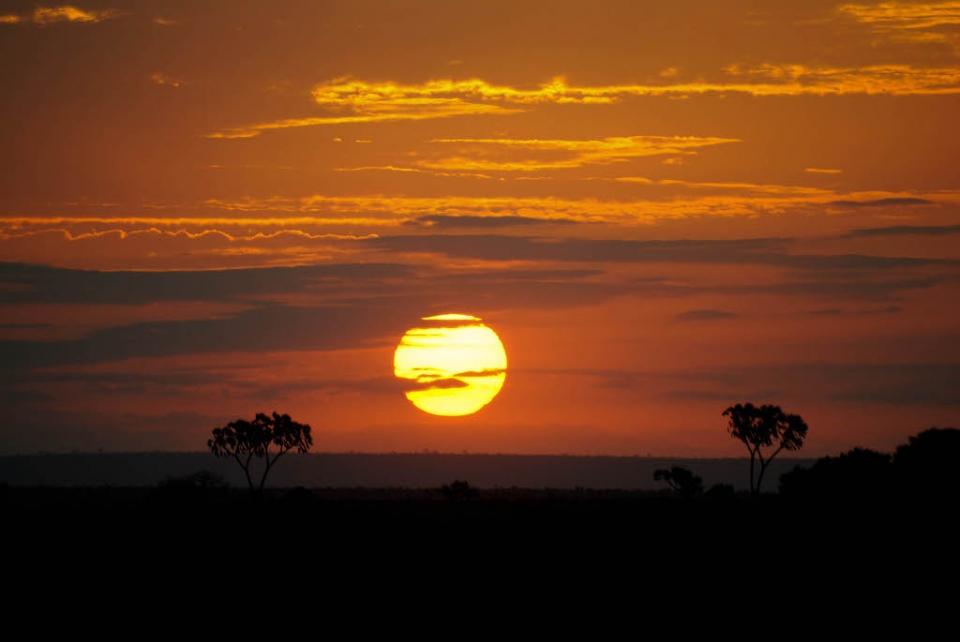 foto al tramonto in tramonto magico nella savana Kenia