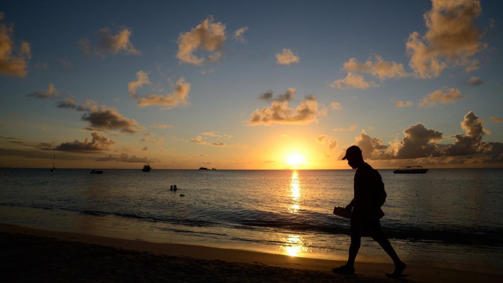 una foto di tramonto da Antigua ai Caraibi ilmiotramonto.com