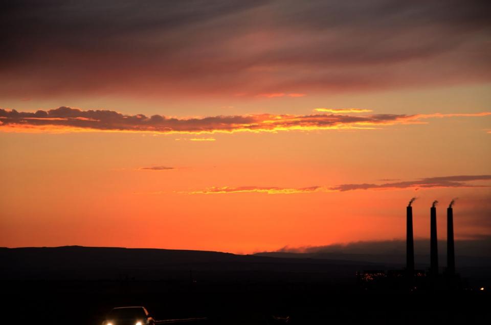 Tramonto dei tempi moderni dal deserto in Arizona