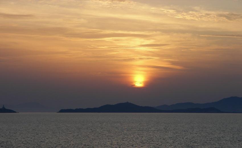 foto al tramonto in Tramonto nascosto su Villasimius di ritorno dalla Sardegna