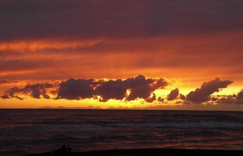foto al tramonto in Red Sea (1) al tramonto si aggiunge uno strano riflesso del mare