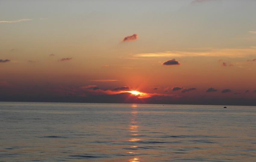 foto al tramonto in Particolare del primo tramonto disponibile del 2009