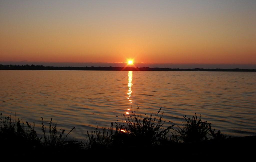 Tramonto sul lago di Forgliano Latina lido foto di tramonti