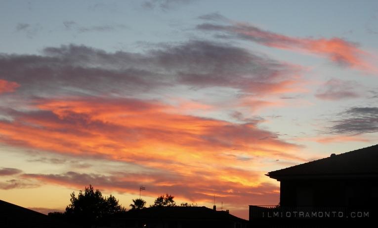 Tramonto cittadino, ancora un particolare di un tramonto con dei colori intensissimi.