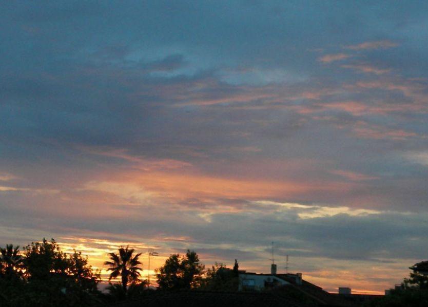 …all fine il sole ce l'ha fatta a salutarci!… un tramonto cittadino last second